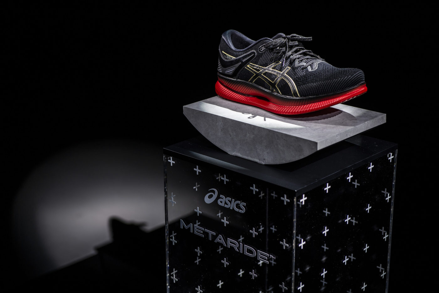 chaussures-course-a-pied-asics-metaride-4