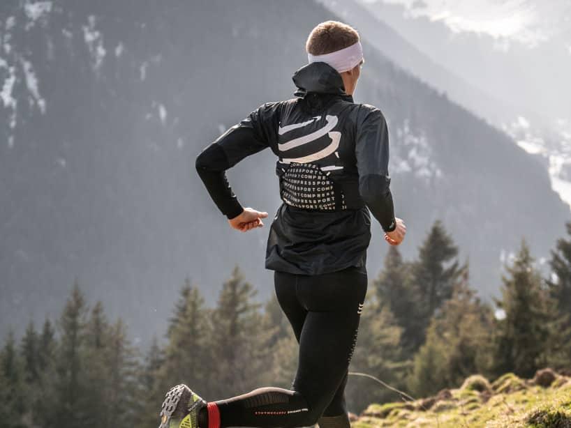compressport-veste-de-trail-legere-et-impermeable-running-runpack-1