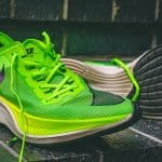 Les chaussures à plaque de carbone à l'assaut des records
