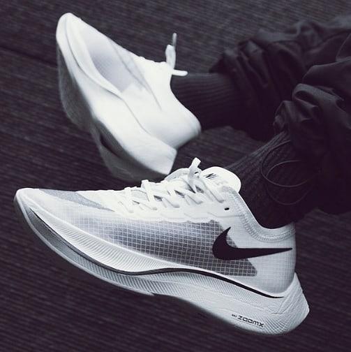 nike-zoomx-vaporfly-next%-blanches-chaussures-running-runpack