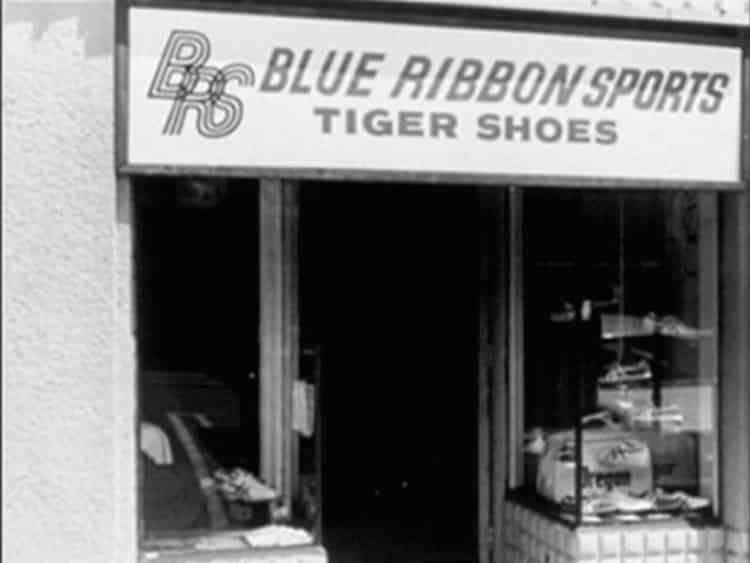 blue-ribbon-sports-shop-nike-running-runpack