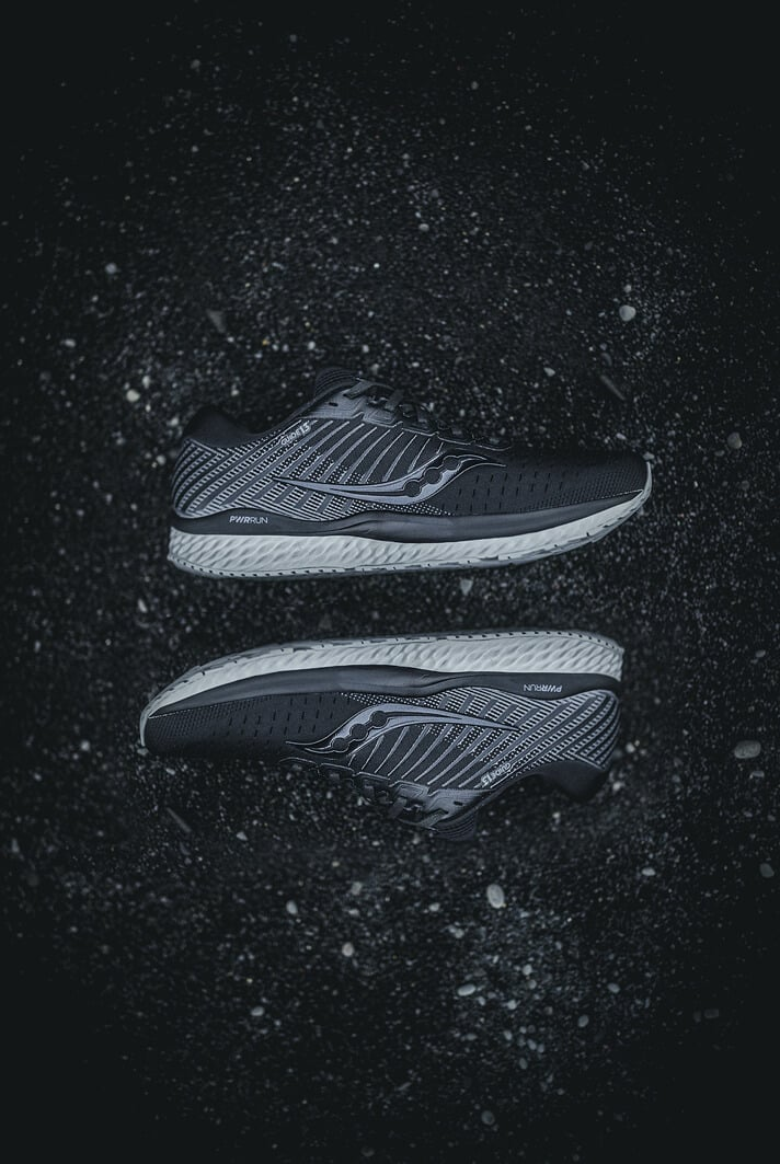 saucony-collection-blackout-guide-13-running-runpack