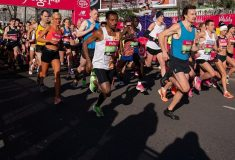 Image de l'article Des athlètes On Running courent en Nike Vaporfly Next% maquillées de noir