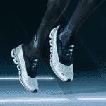 On Running a désormais aussi sa chaussure à plaque de carbone : la Cloudboom
