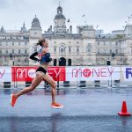 Quel est ce modèle ASICS porté par Sara Hall sur le marathon de Londres 2020 ?
