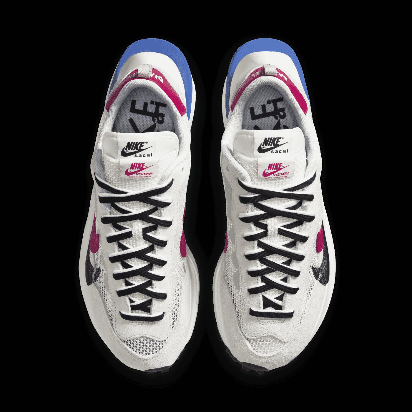 Nike_sacai_Vaporwaffle_beige_4