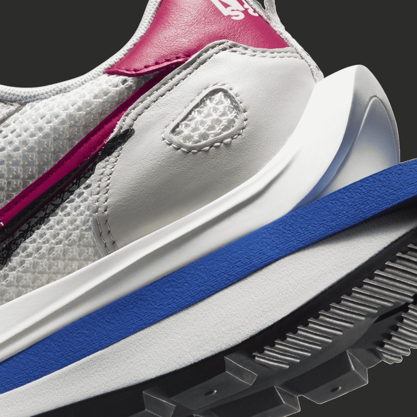 Nike_sacai_Vaporwaffle_beige_5