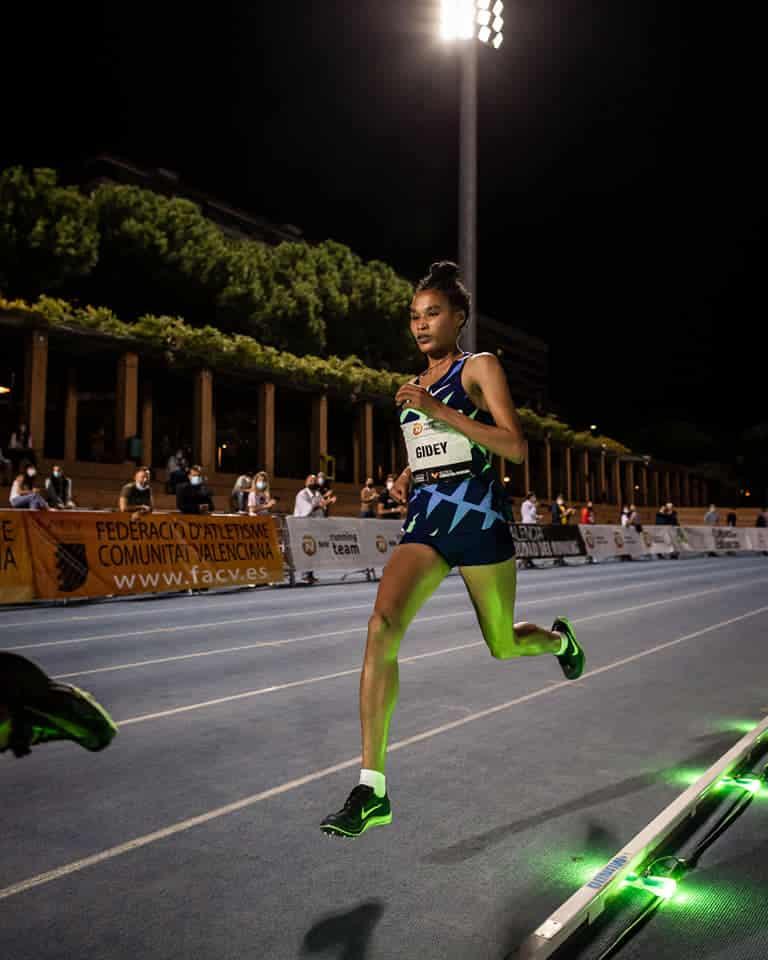 valence_letesenbet_gidey_5000m_record_du_monde_wavelight_technologie