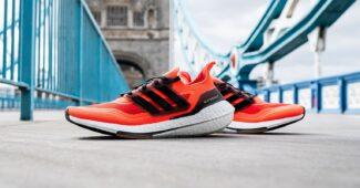 Image de l'article Deux adidas Ultraboost 21 aux couleurs des marathons de Boston et de Londres