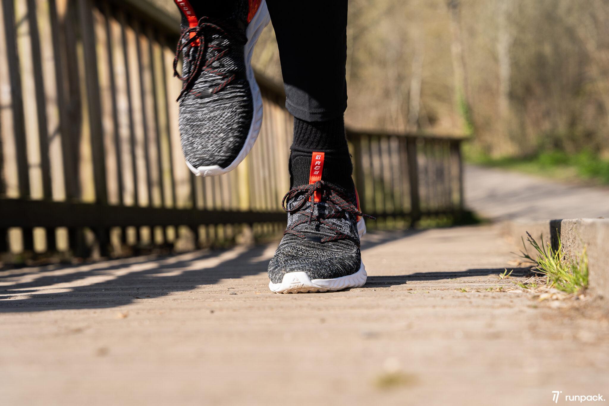 peak taichi running runpack 5