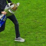 Quand le coach de Chelsea porte des HOKA One One