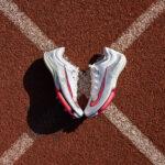 Pourquoi les pistes d'athlétisme sont-elles en tartan rouge-ocre ?